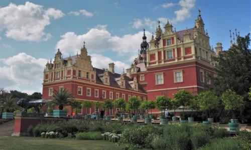 Zdjecie NIEMCY / Brandenburgia / Bad Muskau, Nowy Zamek / w malowniczym otoczeniu...
