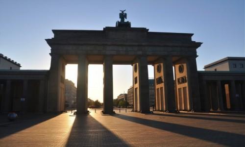 NIEMCY / Berlin / Berlin / Brama Brandenburska o wschodzie słońca