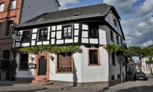 Zdjęcie NIEMCY / Nadrenia Pallatynat / Wachenheim / Wachenheim, stary dom