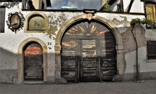 Zdjęcie NIEMCY / Nadrenia Pallatynat / Wachenheim / Wachenheim, stara brama do winiarza