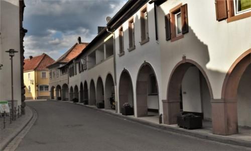 NIEMCY / Nadrenia Pallatynat / Wachenheim / Wachenheim, napotkane