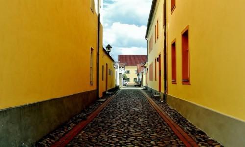 NIEMCY / Brandenburgia / Eisenhüttenstadt / Mała uliczka