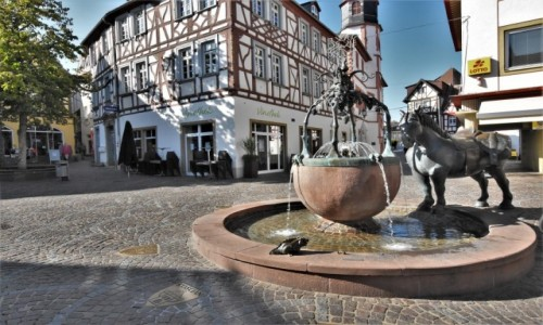 Zdjęcie NIEMCY / Nadrenia Pallatynat / Alzey / Alzey, fontanna