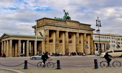 NIEMCY / Berlin / Berlin / Brama Brandenburska z 1791 roku /z mniej popularnej strony/