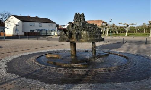 Zdjecie NIEMCY / Nadrenia Pallatynat / Romerberg / Romerberg, pamiątkowa fontanna