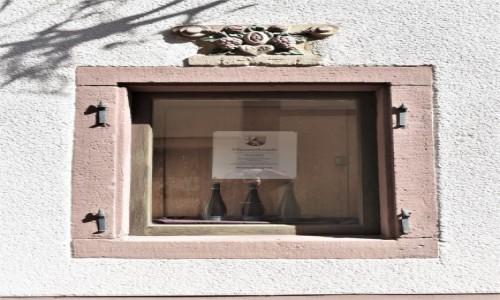 Zdjęcie NIEMCY / Nadrenia Pallatynat / Maikammer / Maikammer, piękne okno u winiarza