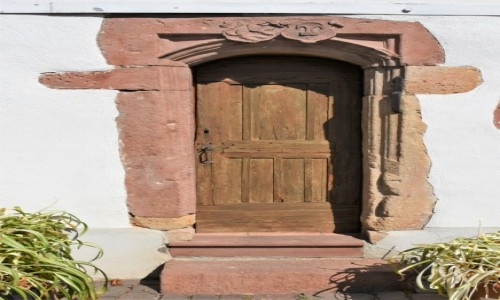 NIEMCY / Nadrenia Pallatynat / Maikammer / Maikammer, pałac, drzwi z XVI w.