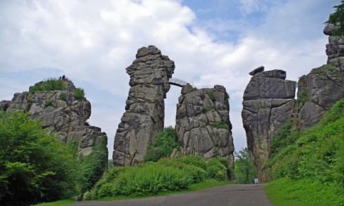 Zdjecie NIEMCY / Północna Nadrenia Westfalii / Horn-Bad Meinberg /  formacje skalne  Externsteine