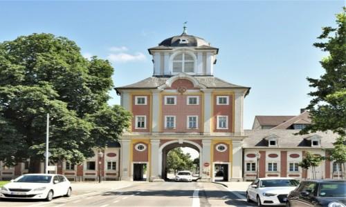 Zdjęcie NIEMCY / Badenia Witenbergia / Bruchsal / Bruchsal, pałac, brama