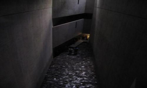 Zdjecie NIEMCY / Berlin / Muzeum Libeskinda / Noc muzeów, ściana milczenia