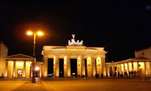 Zdjecie NIEMCY / Brandenburgia / Berlin / Brama Brandenburska nocą
