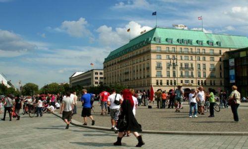 NIEMCY / Brandenburgia / Berlin / Plac Paryski