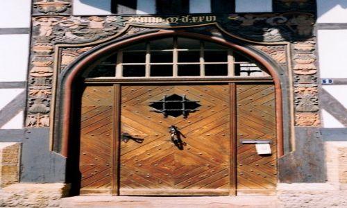 Zdjęcie NIEMCY / Dolna Saksonia / Goslar - wejście do domu / Drzwi w stylu ludowym