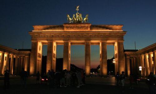 NIEMCY / - / Berlin / Brama Brandenburska nocą