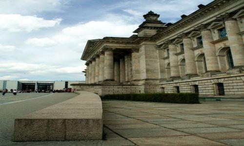 NIEMCY / - / Berlin / Reichstag z boku