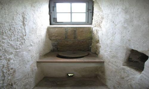 Zdjęcie NIEMCY / Saksonia / zamek Stolpen,miejsce więzienia hrabiny Cosel / kibelek Hrabiny Cosel