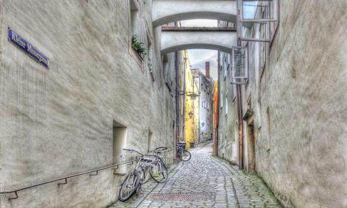 NIEMCY / Bawaria / Passau / ma�a uliczka w Passau