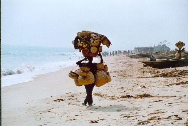 Zdjęcia: Okolice Lagos, Lokalny sprzedawca, NIGERIA