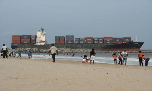 Zdjecie NIGERIA / - / Lagos / plaża przy redzie