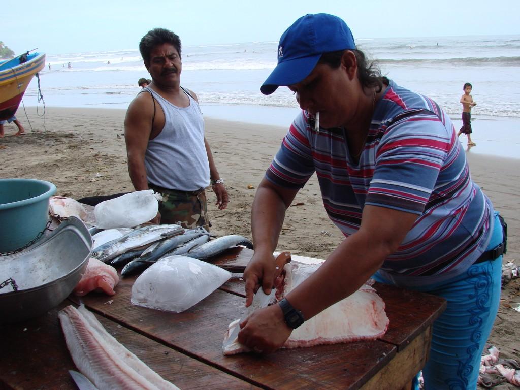 Zdjęcia: Nad Oceanem, Nad Oceanem, Ciężka praca rybaka, NIKARAGUA