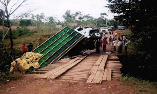 NIKARAGUA / San Carlos / Na trasie / Dziura w moście
