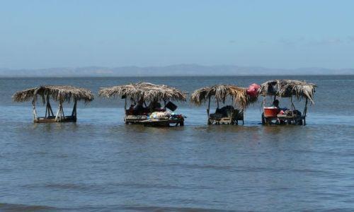 NIKARAGUA / Jezioro Nikaragua / plaza / pralnie