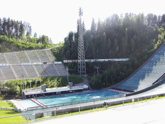 Zdjęcia: Lahti, Zjazd skoczni narciarskiej w Lahti w lecie staje się basenem ;), NORWEGIA