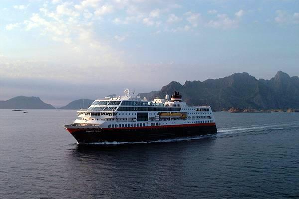 Zdj�cia: Lofoty, Lofoty, statek, NORWEGIA