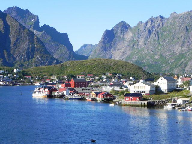 Zdjęcia: okolice Reine, Lofoty, W skalistej zatoczce , NORWEGIA