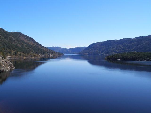 Zdjęcia: Trasa Bergen-Oslo, Spokojna woda, NORWEGIA