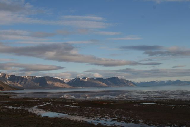 Zdjęcia: Dolina Ebby, Svalbard, Wieczorem po wycieczce przed chatka, NORWEGIA