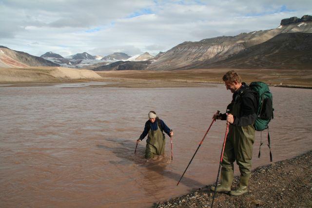 Zdjęcia: Rzeka Ebby, Svalbard, Przeprawiając się przez rzekę, NORWEGIA