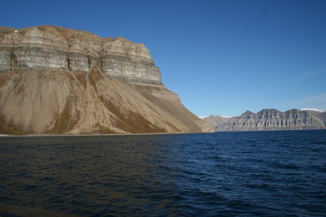 Zdjęcia: W drodze do Skansbukty. Niewiarygodnie regularne ksztalty, Svalbard, Natura rzezbi - skansen, NORWEGIA