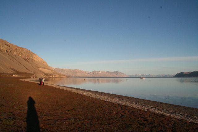 Zdjęcia: Jest srodek nocy, 2 lub 3 cia... nie potrafilem spac, Svalbard, Srodek nocy przed chatką, NORWEGIA