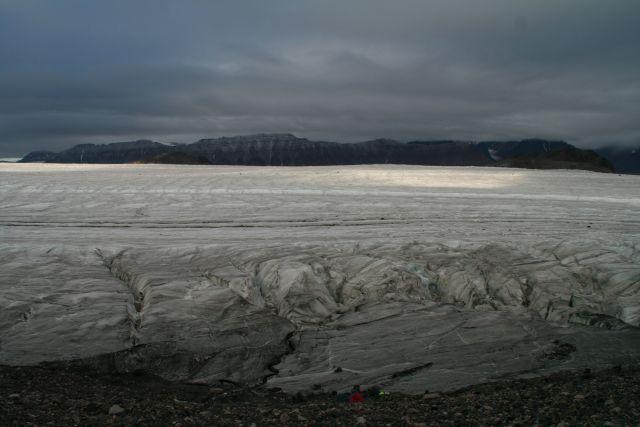 Zdjęcia: W tej krainie wszytko jest duze....tylko człowiek i jego namioty malutkie, Svalbard, Namioty sa bardzo male, NORWEGIA