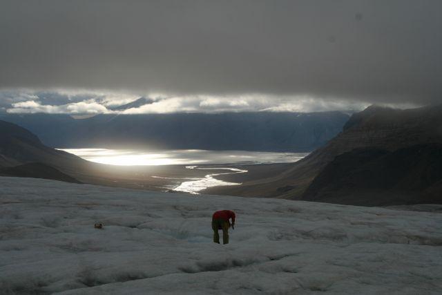 Zdjęcia: Lodowiec Ebba z ktorego pobieramy wode do badan. Woda na lodowcach jest jak destylowana. T, Svalbard, Pobierajc wode do badan, NORWEGIA