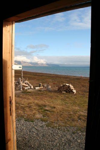 Zdjęcia: z naszej chatki, Svalbard, ....przez drzwi, NORWEGIA