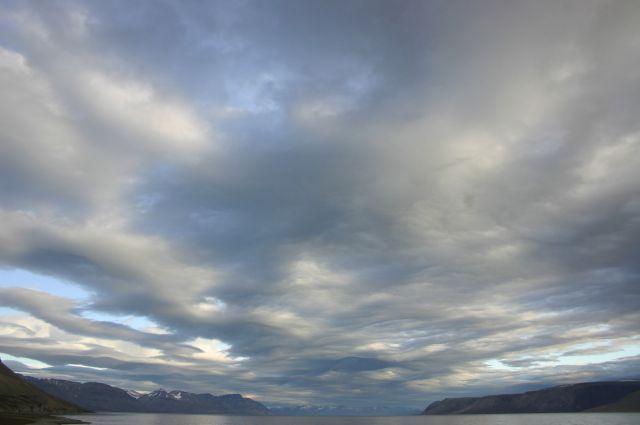 Zdjęcia: siedzac przed chatka., Svalbard, Swiatlo i dzwiek- brama 3, NORWEGIA