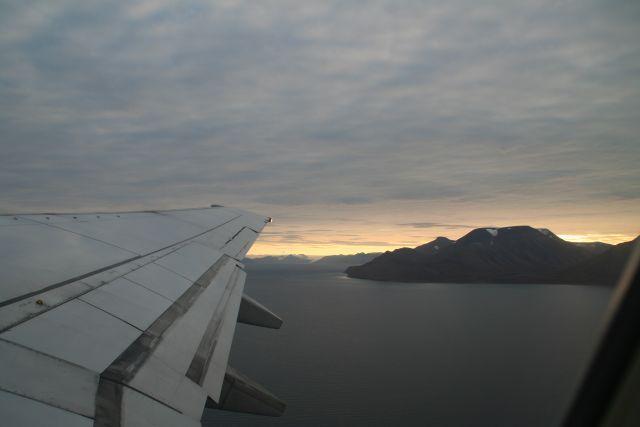 Zdjęcia: Z samolotu, Svalbard, Niecodzienny wschod słońca, NORWEGIA