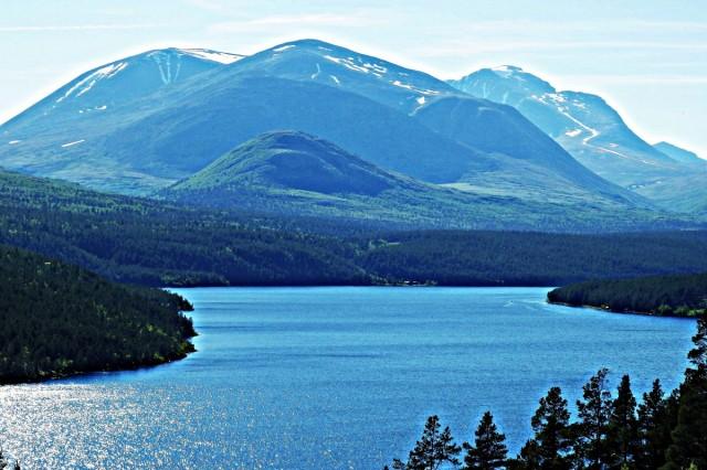 Zdjęcia: Jezioro Atnsjoen, Rondane, Droga 27 z widokiem na góry Rondane, NORWEGIA