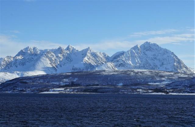 Zdjęcia: Oldervik, Troms, Góry nad fiordem, NORWEGIA