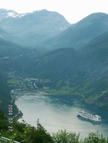 Zdjęcia: Geiranger, Widok z drogi orłów 1, NORWEGIA
