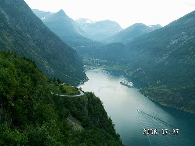 Zdjęcia: Geiranger, Widok z drogi orłów 3, NORWEGIA