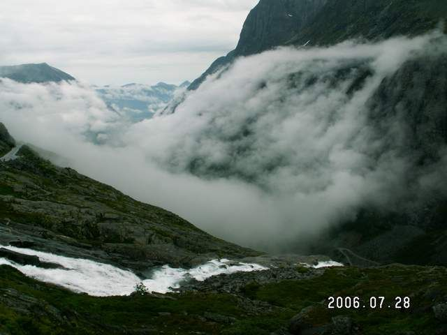 Zdjęcia: Droga 63, Mgła nad drogą trolli, NORWEGIA