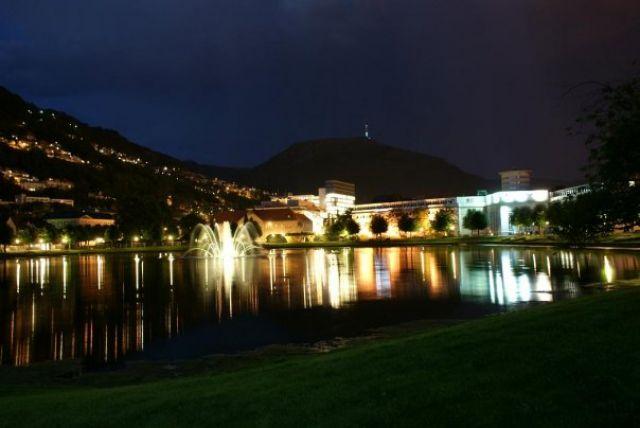 Zdjęcia: Bergen, Hordaland, Bergen nocą, NORWEGIA
