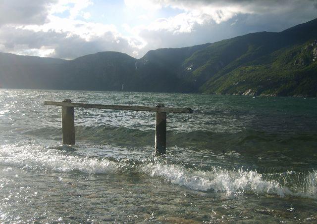 Zdjęcia: Eidfjord, Norwegia, Na brzegu..., NORWEGIA