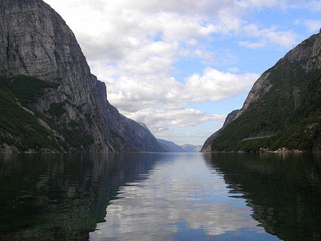 Zdjęcia: Fjord Lysefjorden, Południowe wybrzeże, Lysefjorden - widok z przystani, NORWEGIA