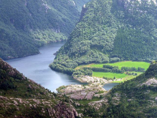 Zdjęcia: skała, Forsand, widok na odnogę fiordu, NORWEGIA