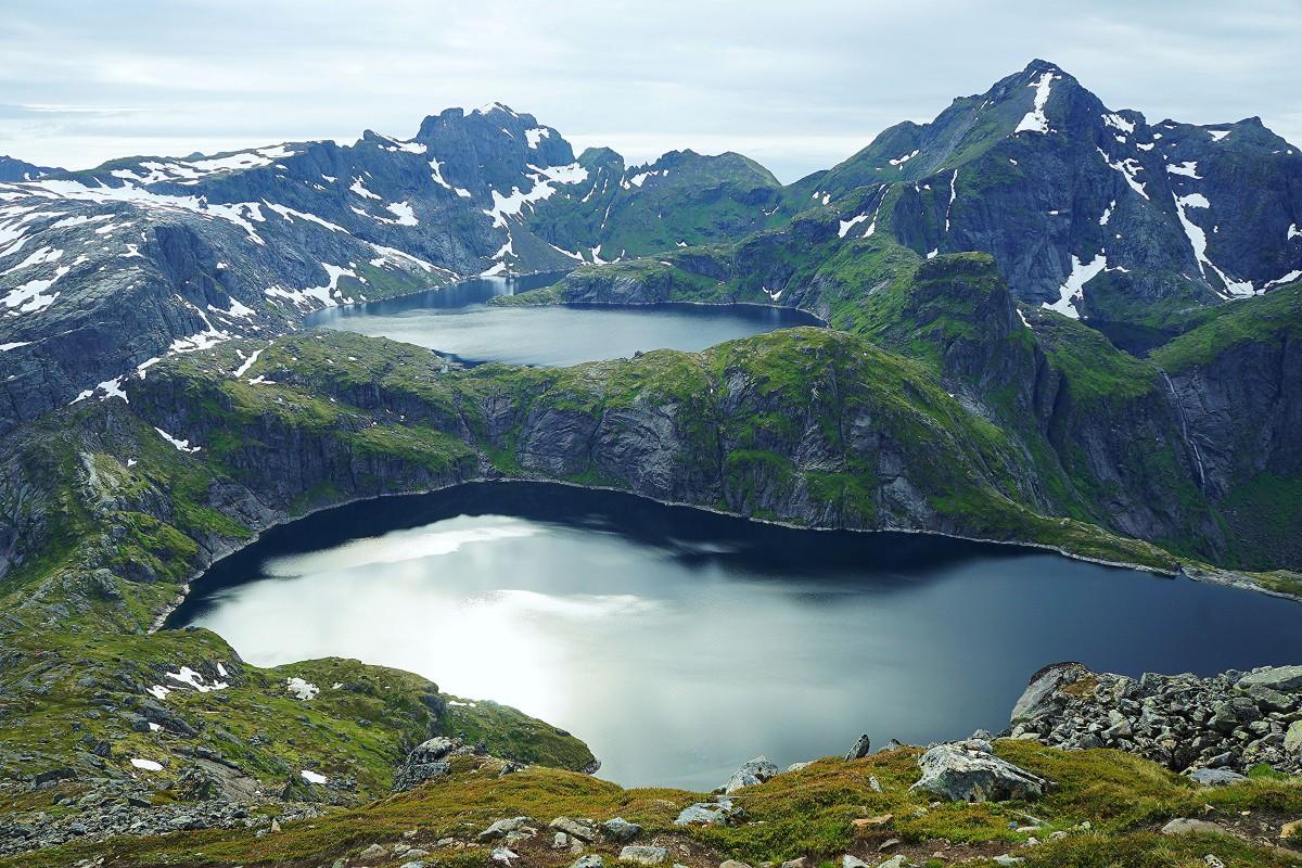Zdjęcia: Szczyt Munken, Wyspa Moskenesoya, Lofoty, Górskie jeziorka Krokvatnet i Tennesvatnet, NORWEGIA