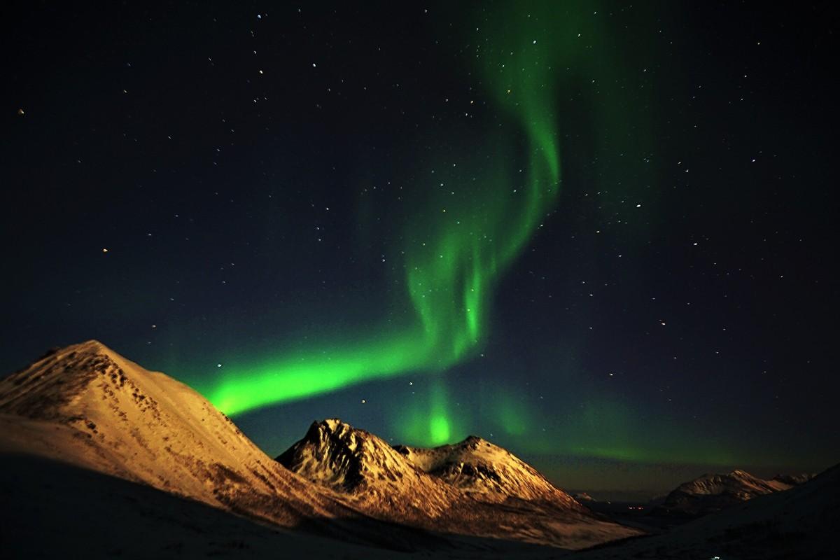 Zdjęcia: Kvaløyvågen, Troms, Zielona wstążka, NORWEGIA